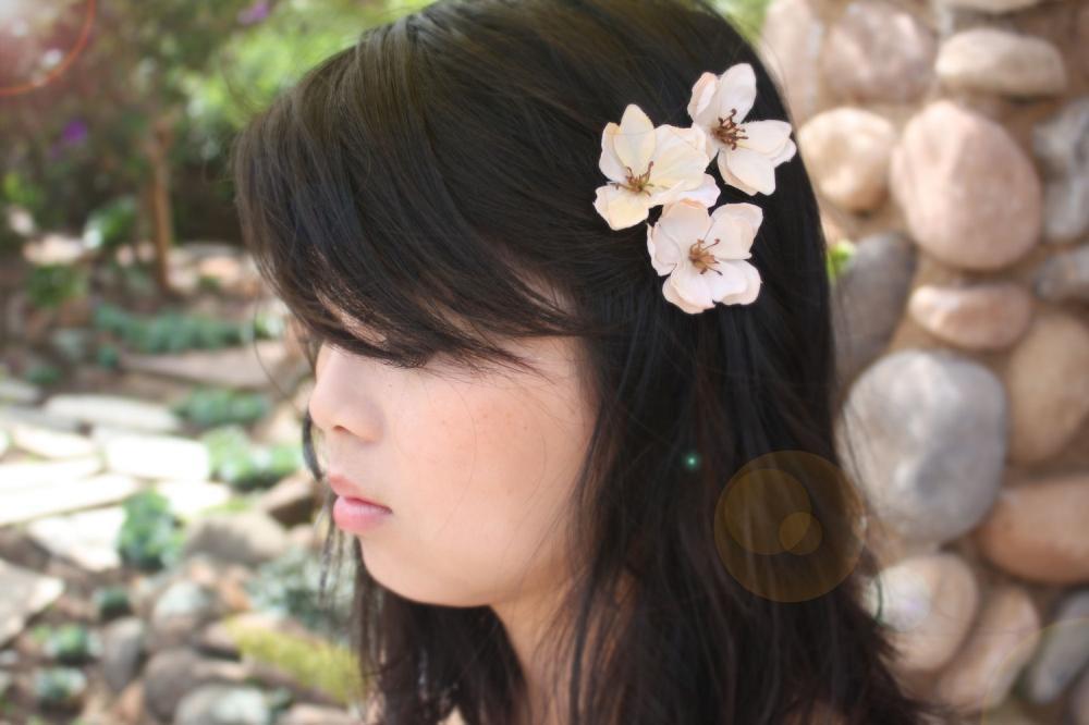 Flower hair clip, wedding hair clip, ivory flower clip, bridesmaid hair clip, flower girl hair clip