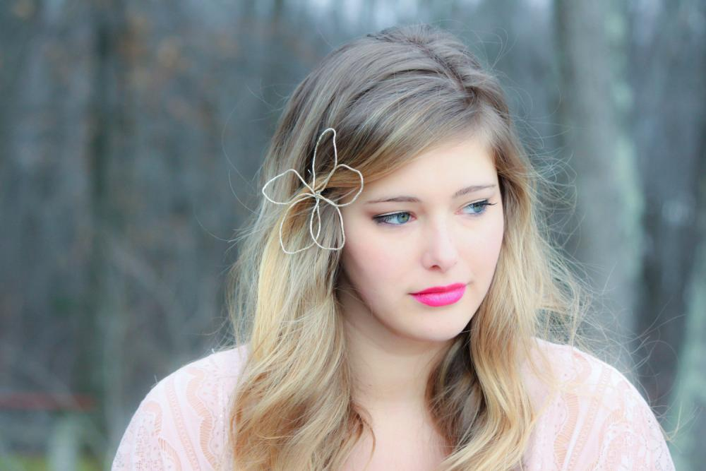 honey flower hair pin