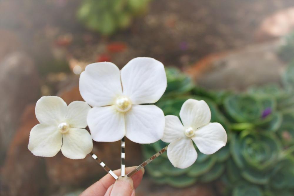 velvety ivory hydrangeas, hydrangeas hair clip, flower hair clip, bridesmaid hair clip